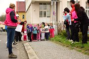 Běh Bakovem si nenechaly ujít desítky dětí. Závodily ze všech sil