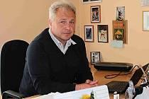 MILOŠ HONZÁK, starosta Skorkova, vede obec už od roku 1998.   K ruce má místostarostu Josefa Würze.