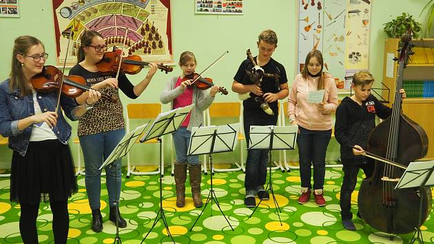 Pilně od poloviny listopadu nacvičují na koledy například v Základní umělecké škola v Mladé Boleslavi.