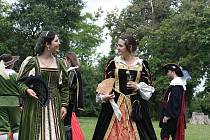 Zahradní slavnost v raně barokním stylu ovládne park mnichovohradišťského zámku i letos.