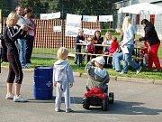 Děti na výstavě soutěžily na šlapacích traktůrcích.