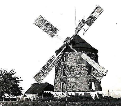 Větrný mlýn historické foto