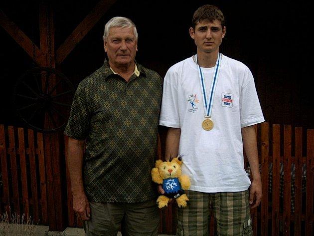 Boleslavský čt vrtkař Martin Vinš (vpravo) spolu se svým trenérem Bohumilem Zítkou.
