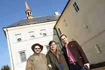 Adolf Fridriksson (uprostřed) na návštěvě svijanského zámečku a pivovaru.