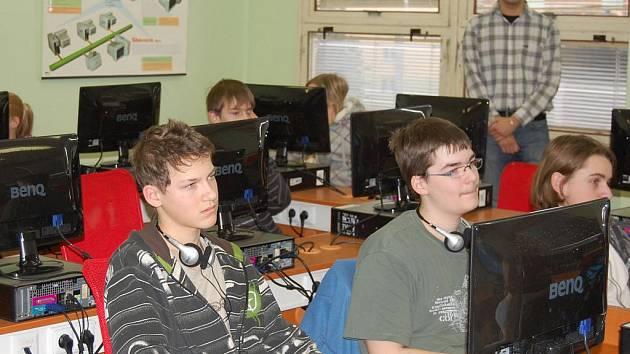 Žáci 8.ZŠ se začali vzdělávat v nové moderně vybavené počítačové učebně.