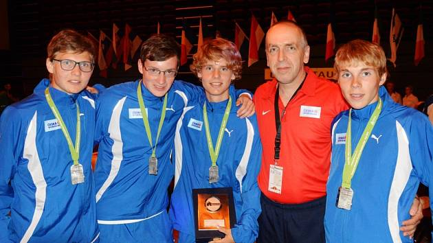 Sebastian Vošvrda (vlevo) byl součástí stříbrného českého týmu ve Francii