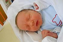 Jakub Kalivoda se narodil 7. dubna, vážil 3,93 kg a měřil 48 cm. S maminkou Janou a tatínkem Lukášem bude bydlet v Mladé Boleslavi, kde už se na něho těší bráška Honzík.