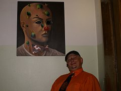 Král Miroslav pod svým novým obrazem