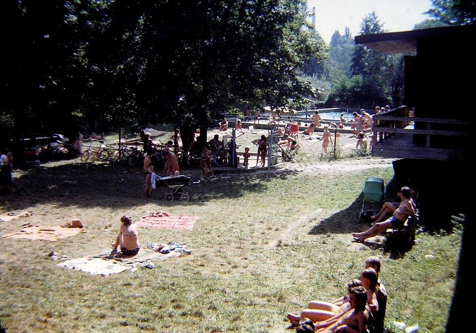 Koupaliště a lokalita u Jizery v Benátkách v roce 1983.
