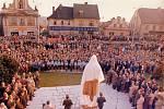 Odhalení sochy Jana Švermy 8. 11. 1976. Jejím autorem je akademický sochař Jan Hána. Odstraněna byla 29. 4. 1992.