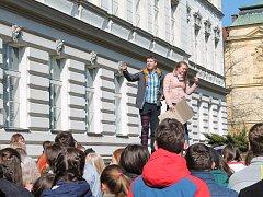 Ke studentským protestům proti krokům prezidenta a vlády v demisi se 15. března v poledne přidali i studenti Gymnázia Mladá Boleslav.