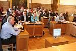 Zastupitelé Mladé Boleslavi na mimořádném dubnovém zasedání.