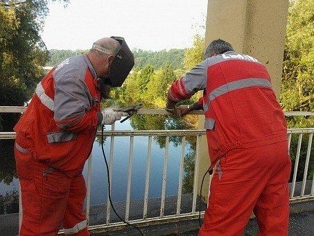 Běžná oprava mostu do Debře stačit nebude.
