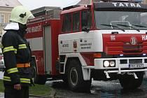 Přestavěný automobil mnichovohradišťských dobrovolných hasičů.