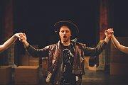 Městské divadlo Mladá Boleslav uvádí Shakespeara ve 120 minutách.