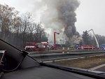 VIDEO: Kvůli požáru motorestu byly uzavřeny pumpa i dálnice D10