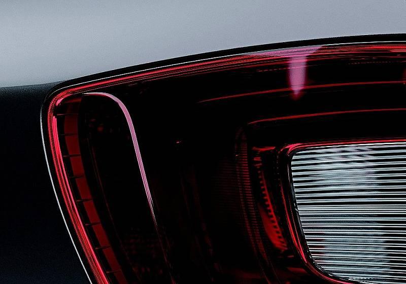 Detailní pohled na zadní světlo kombíku Superb.