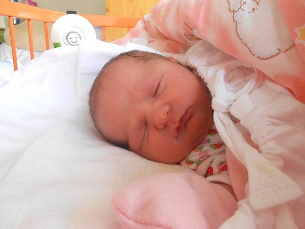 NELA Tětková přišla na svět 5. října s mírami 3,7 kg a 51 cm. S maminkou Pavlínou a tatínkem Lukášem bude bydlet v Mladé Boleslavi, kde už se na ni těší bráška Daniel.
