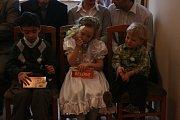 Diamantová svatba v Bezně. Josef a Marie jsou svoji již šedesát let!