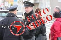 Uzavřenou Obchodní akademii Mladá Boleslav prohledali policisté. Výbušninu ale naštěstí nenalezli.