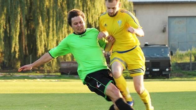 Fotbalisté Bakova nad Jizerou jsou momentálně na třetí pozici. Bod za vedoucími béčky Kralup a Kosmonos.