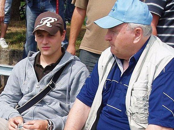 Marek Matějovský (vlevo) sledoval utkání boleslavských fotbalistů s Bohemians spolu s Josefem Donátem.