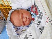 Tomášek Holeček se narodil 1. září, vážil 3,47 kg a měřil 50 cm.  S maminkou Ivetou a tatínkem Jakubem bude bydlet v Benátkách nad Jizerou, kde už se na něho těší sestřičky Sárinka a Terezka.