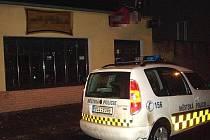 Bar v mladoboleslavské ulici Boženy Němcové, kde došlo k incidentu se strážníky.