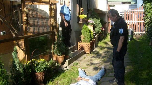 Zadržení zloděje, který se vloupal do rodinného domku v Mladé Boleslavi.