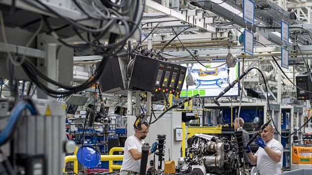 Hybridní Škoda Superb iV - Automobilka Škoda Auto zahájila 18. září 2019 v závodě v Kvasinách na Rychnovsku sériovou výrobu modelu Superb iV s plug-in hybridním pohonem.