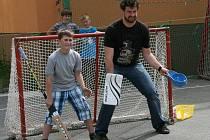 Sportovního odpoledne s malými hokejisty se zúčastnili i hráči BK Mladá Boleslav.