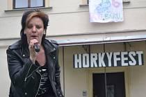 Páteční dopoledne a poledne bylo na střední škole a v učilišti v Horkách nad Jizerou ve znamení Horkyfestu, festivalu zábavy, kde hlavními postavami byli studenti školy.