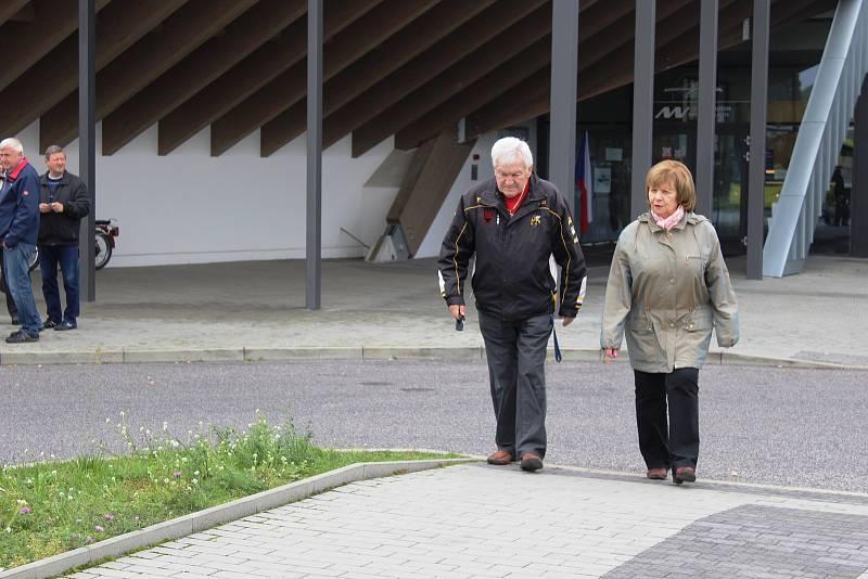 Voliči se letos premiérově vydali volit do unikátních prostor Muzea Metoděje Vlacha.