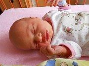 Barbora Klepáčová se narodila 20. ledna, vážila 2,85 kg a měřila 46 cm. Maminka Kateřina a tatínek Martin si ji odvezou domů do Kosmonos, kde už se na ni těší sestřička Anežka.