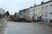 I přes nepříznivé počasí pokračuje úprava Dukelské ulice.