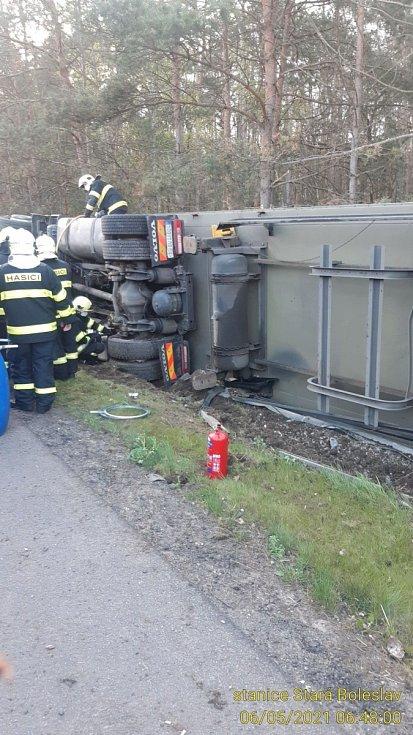 Nehoda kamionu na dálnici D10.