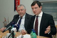 Středočeský hejtman David Rath a jeho náměstek Zdeněk Seidl (oba ČSSD) po pondělním jednání rady kraje informovali o hlavních novinkách.