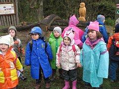 Děti z bakovské školky otevřely naučnou stezku.
