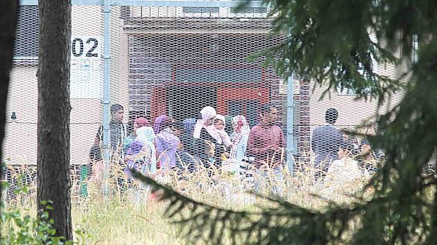 Syřané opouští detenční tábor v Jezové