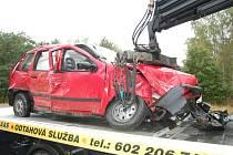 Zdemolované auto po nehodě u Lipníka.