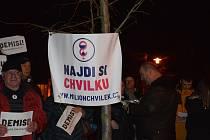 Občané u Havlovy lavičky požadovali Babišovu demisi