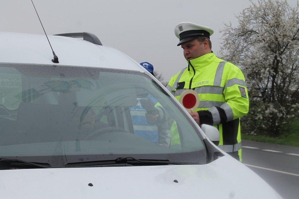 CELKEM čtyřiačtyřicet vozidel zkontrolovali během dopoledne mladoboleslavští policisté v Židněvsi, která byla jedním z míst celorepublikové dopravně bezpečnostní akce Řídím – piju nealko pivo.