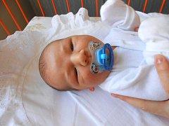 JAKUB Krejbich se narodil 6. března, vážil 4,01 kg a měřil 53 cm. S maminou Mirkou a tatínkem Vaškem bude bydlet v Mladé Boleslavi.