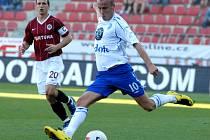 Ani jeden z hráčů na snímku se v utkání Sparty s Boleslaví nepředstaví. Pospěch odešel ze Sparty do Dánska, Ivo Táborský (vpředu) má nakročeno do Nizozemska.