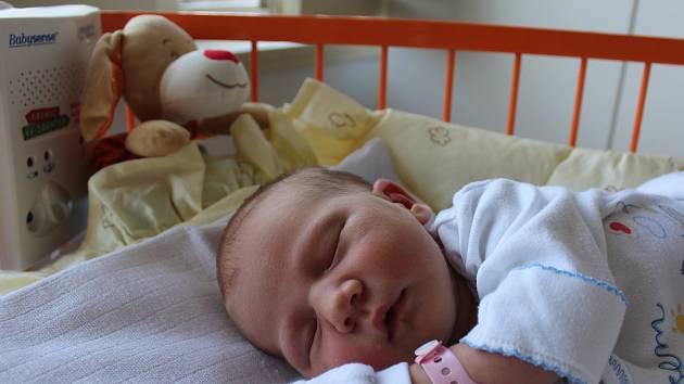 TEREZKA KOZÁKOVÁ se narodila 30.7, vážila 3,67 kg a měřila 50 cm. Rodiče Jiřina  a Vladimír si ji odvezli domů do Mladé Boleslavi, kde na Terezku čekal bráška Vojta a sestřička Verča.