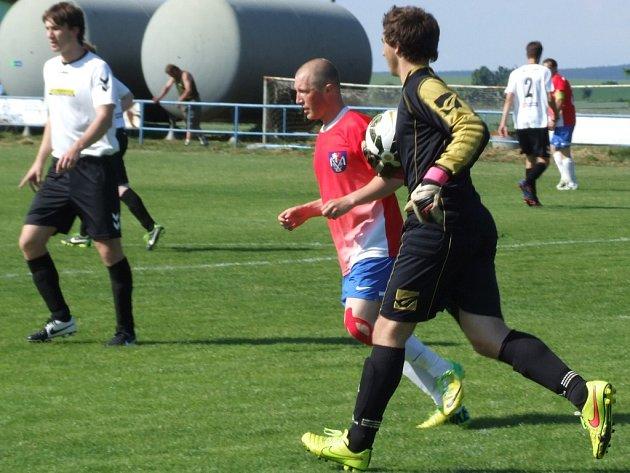 Výčapský obránce Matěj Semerád musel v posledním zápase na půdě Nových Syrovic zastoupit mezi tyčemi brankáře Lukáše Krátkého, který by měl dnes být trenérovi k dispozici.