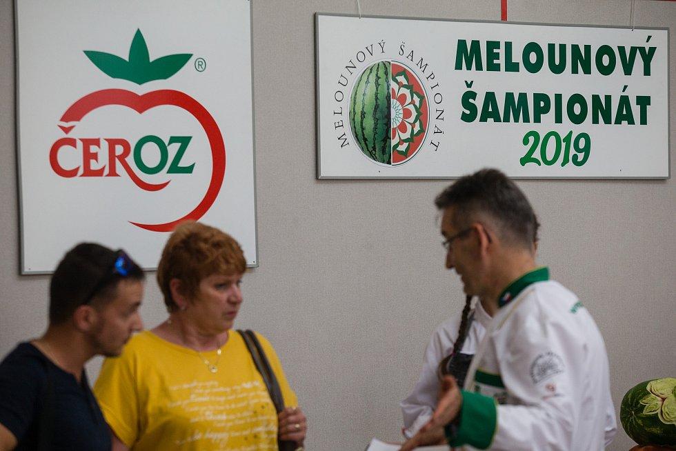 Mezinárodní mistrovství ve vyřezávání melounů.