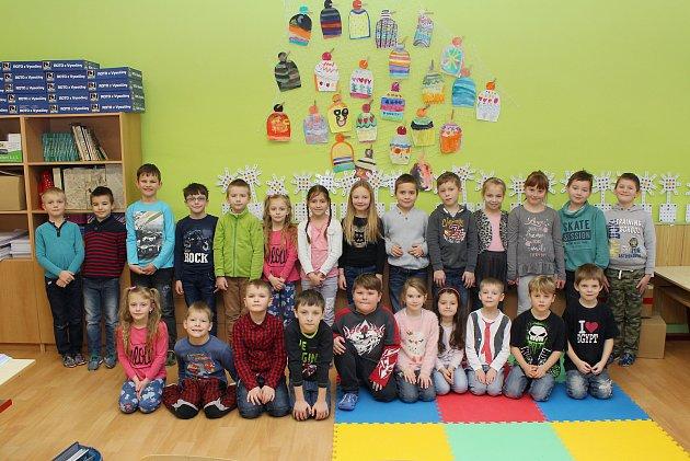 Na fotografii jsou prvňáčci ze Základní školy Bartuškova vTřebíči, třída 1.B.
