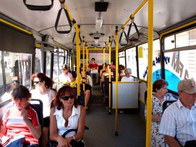 Vedra sužují nejen cestující, ale hlavně řidiče.