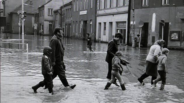 """To byla spoušť. Květnová """"acqua alta"""" zaplavila před 35 lety třebíčské náměstí"""